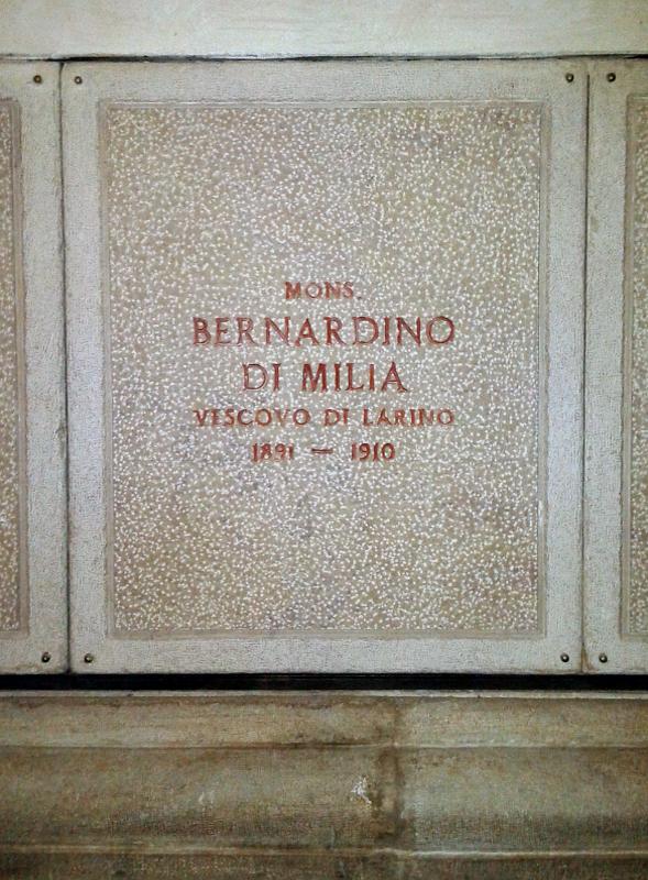 La definitva sepoltura di mons. di Milia, all'interno della Basilica Cattedrale di S. Pardo