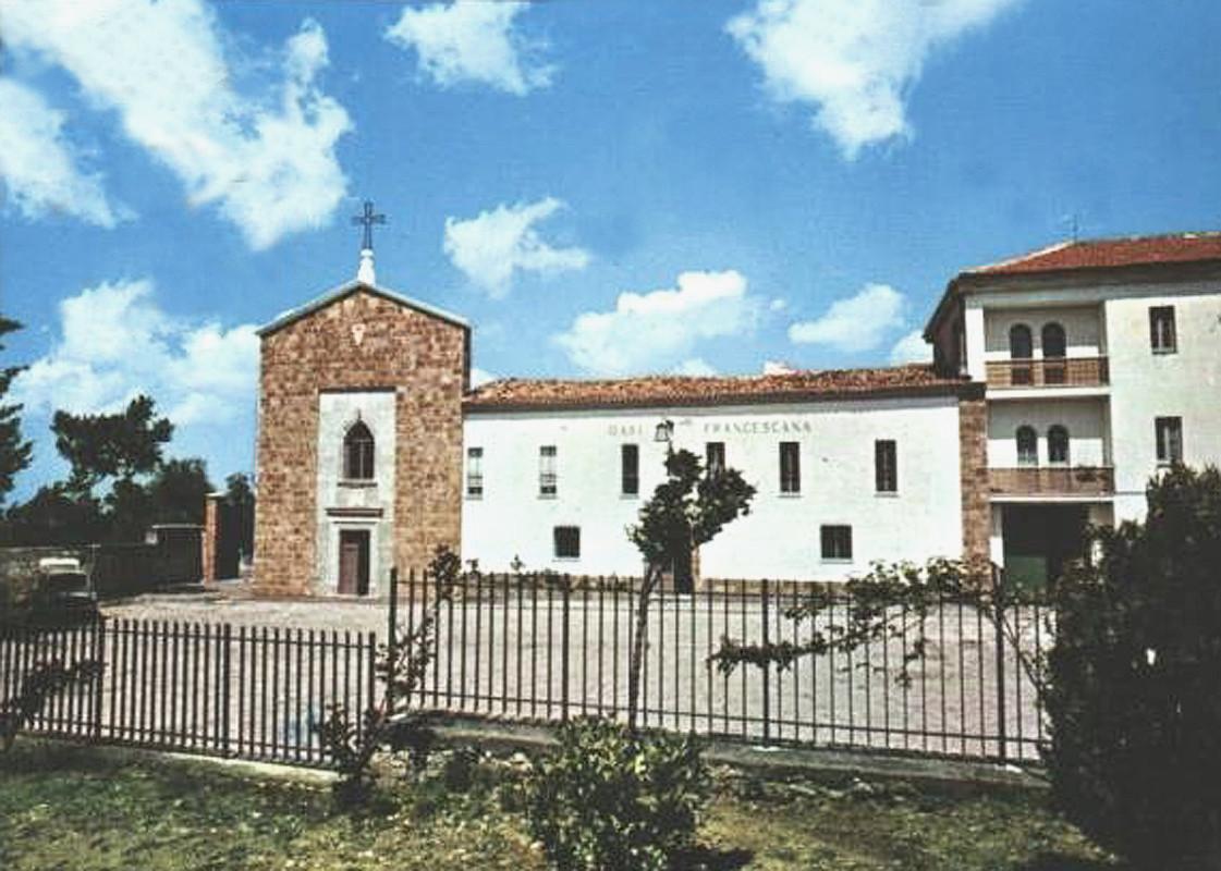 In questa foto più vecchia, vediamo che non è ancora stata costruita la Cappella a sinistra dell'ingresso