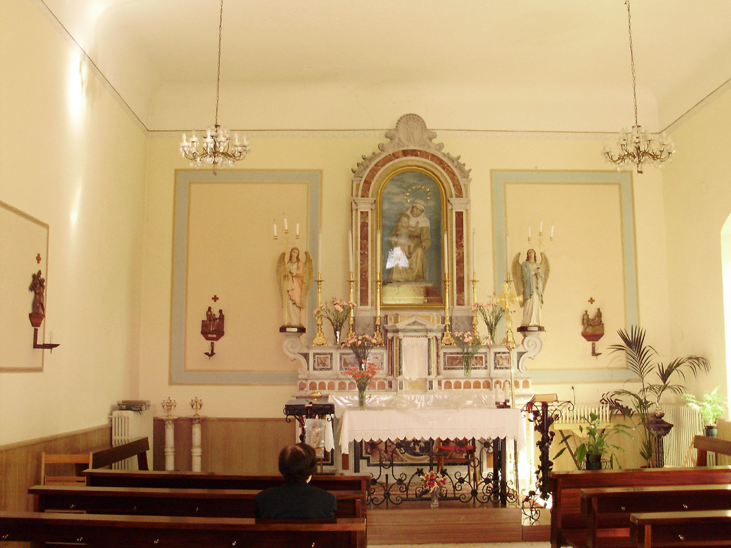 ... entrando in Chiesa, una domenica d'estate di qualche anno fa ...