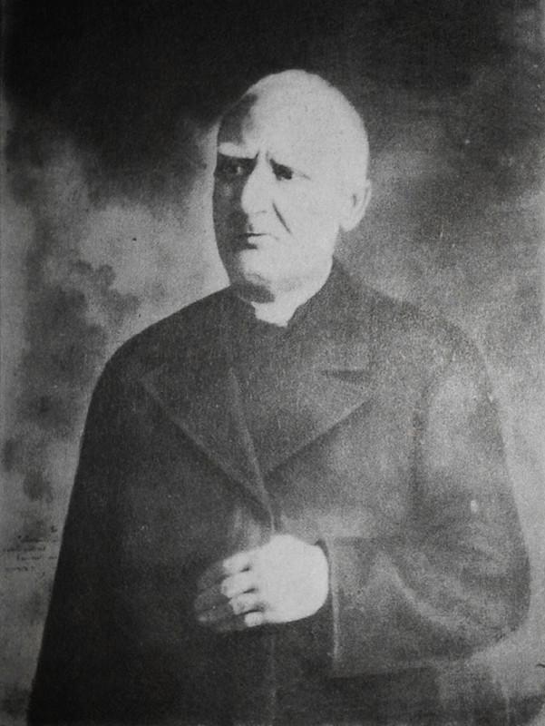 """Don Pannullo, che Fra Pio chiamava affettuosamente """"zi' Tore"""", anche perché era un parente della madre, gli fu accanto specialmente negli anni di permanenza in paese (1909-1916). Morì cieco nel 1926"""