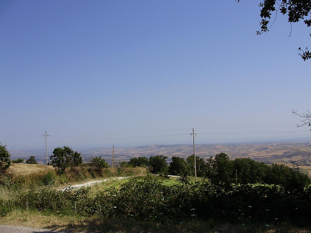 ... di lontano, le Piane di Larino e il mare Adriatico ...
