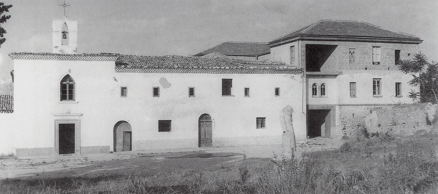 """Alcuni lavori di ampliamento nel 1953; a destra compare un nuovo edificio, nel 1968 divenuto """"Oasi Francescana"""", intitolata a padre Raffaele da Sant'Elia a Pianisi [foto Archivio Pilone]"""