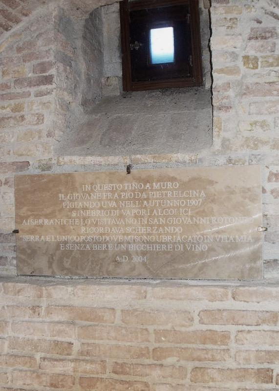 Iscrizione apposta all'interno della cella vinaria, a ricordo dell'evento