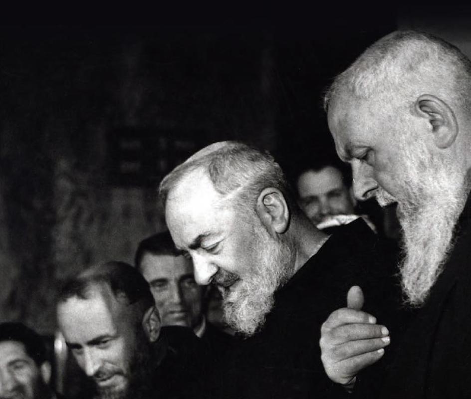 Padre Pio con padre Raffaele D'Addario da Sant'Elia a Pianisi (1890-1974), a destra, e con padre Carmelo Durante da Sessano (1916-2000), a sinistra