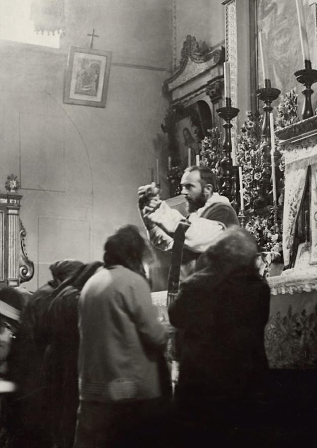 Padre Pio trentenne celebra la Messa