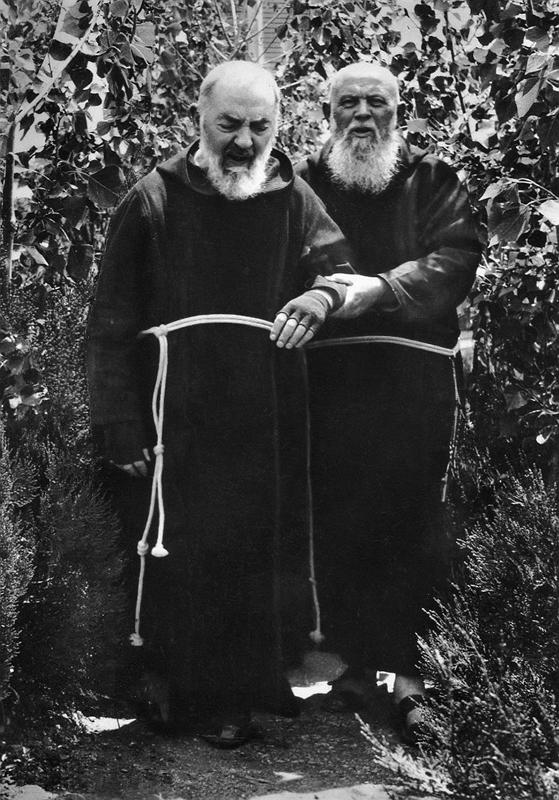 Padre Raffaele visse accanto a Padre Pio per 38 anni, facendogli da confessore dal 1926 al 1944 e, dopo la morte di padre Agostino Daniele nel 1963, espletò lui solo questa funzione