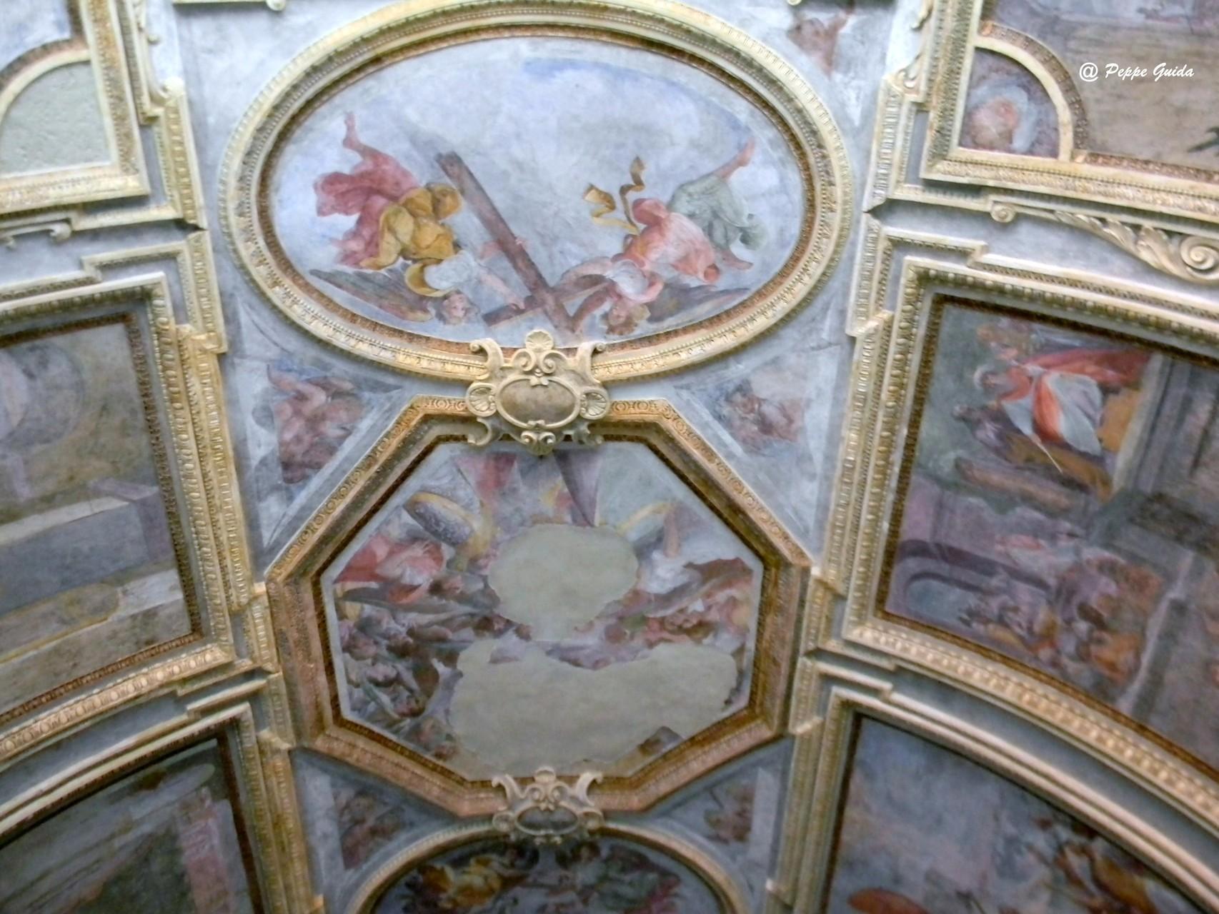 """Ancora la """"SS. Trinità"""" (quasi illeggibile) e gli  """"Angeli con gli strumenti della Passione"""" [foto Peppe Guida]"""