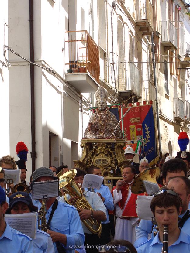 Processione del busto di S. Pardo per le strade di Larino