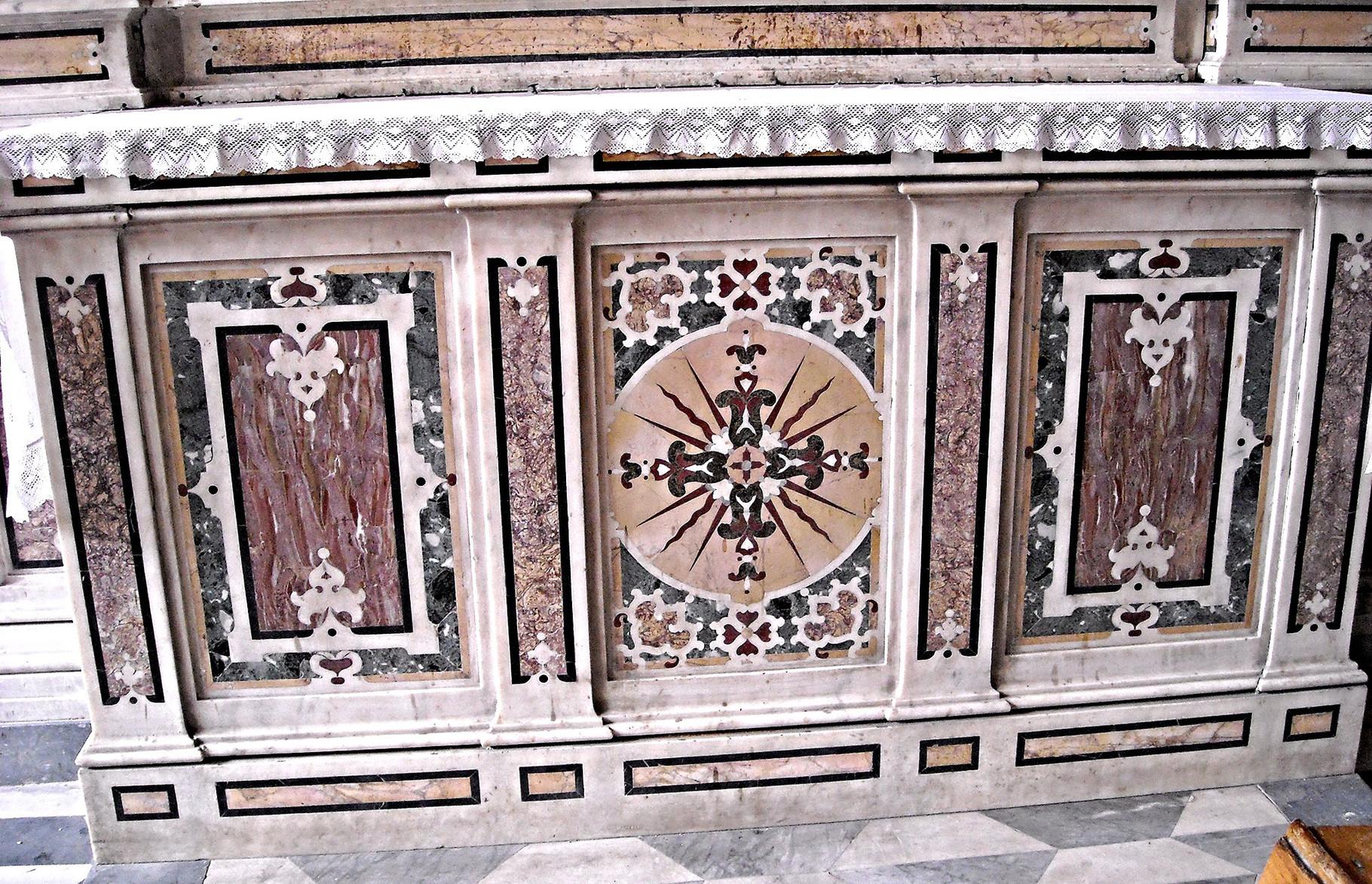 Particolare delle decorazioni in marmi policromi (1598 ca.)