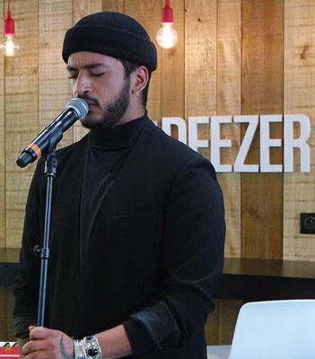 Le chanteur Slimane chante lors du show case Deezer pour la sortie de son album