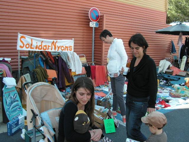 Notre joli stand, pleins de bouquins, vêtements et ... adhérents !