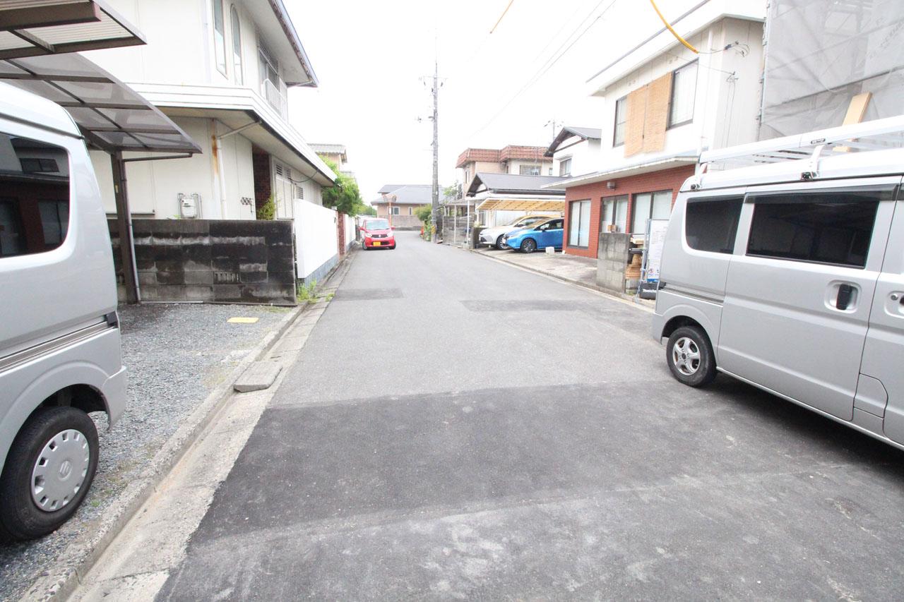 隣接道路(5月下旬撮影)