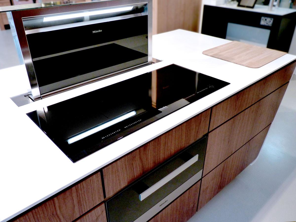 MIELE Table induction Full Zone, hotte téléscopique de plan, tiroir chauffant
