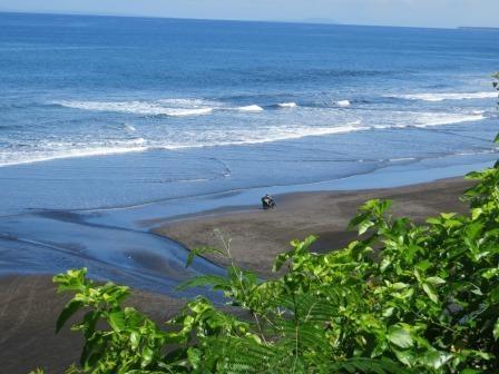 Schwarze Strände im Nordwesten Balis