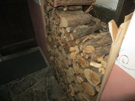 ...mit viel Holznachschub :)