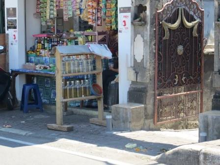 """""""Tankstelle"""" auf Bali ;)"""