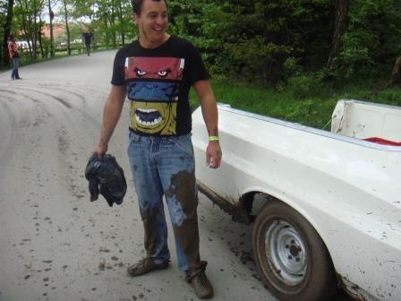 Voller Körpereinsatz bei der Auto-Rettung ;)