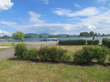 Blick von unserem Platz auf den Wakeboard-See