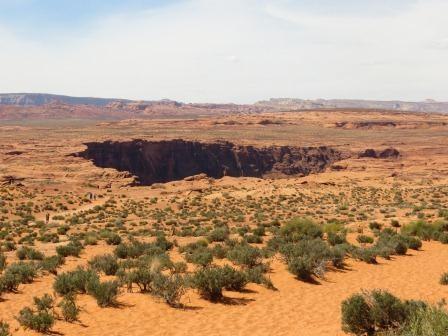 Horseshoe Bend - von weiter weg nur ein Loch im Boden...
