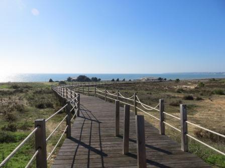Holzsteg am Meer nach Salgados