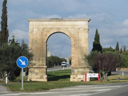 "Triumphbogen ""Arc de Berà"" aus dem 1. Jahrhundert n. Chr"