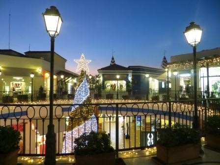 vorweihnachtliches Shoppingcenter