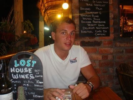 Singha-Bier in der gemütlichen Lost-Bar