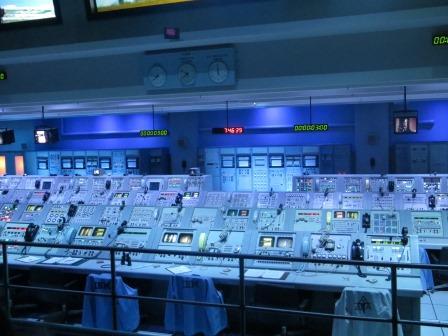 Nachstellung einer Saturn-V-Mission vom Start....