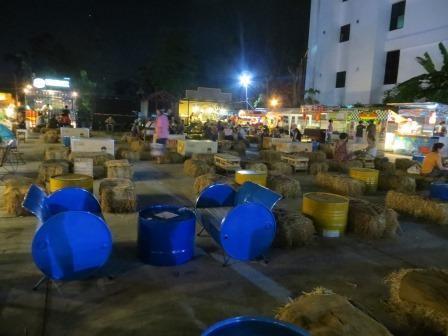 Foodcourt auf dem Nachtmarkt