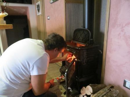 Jan beim Feuer machen :)