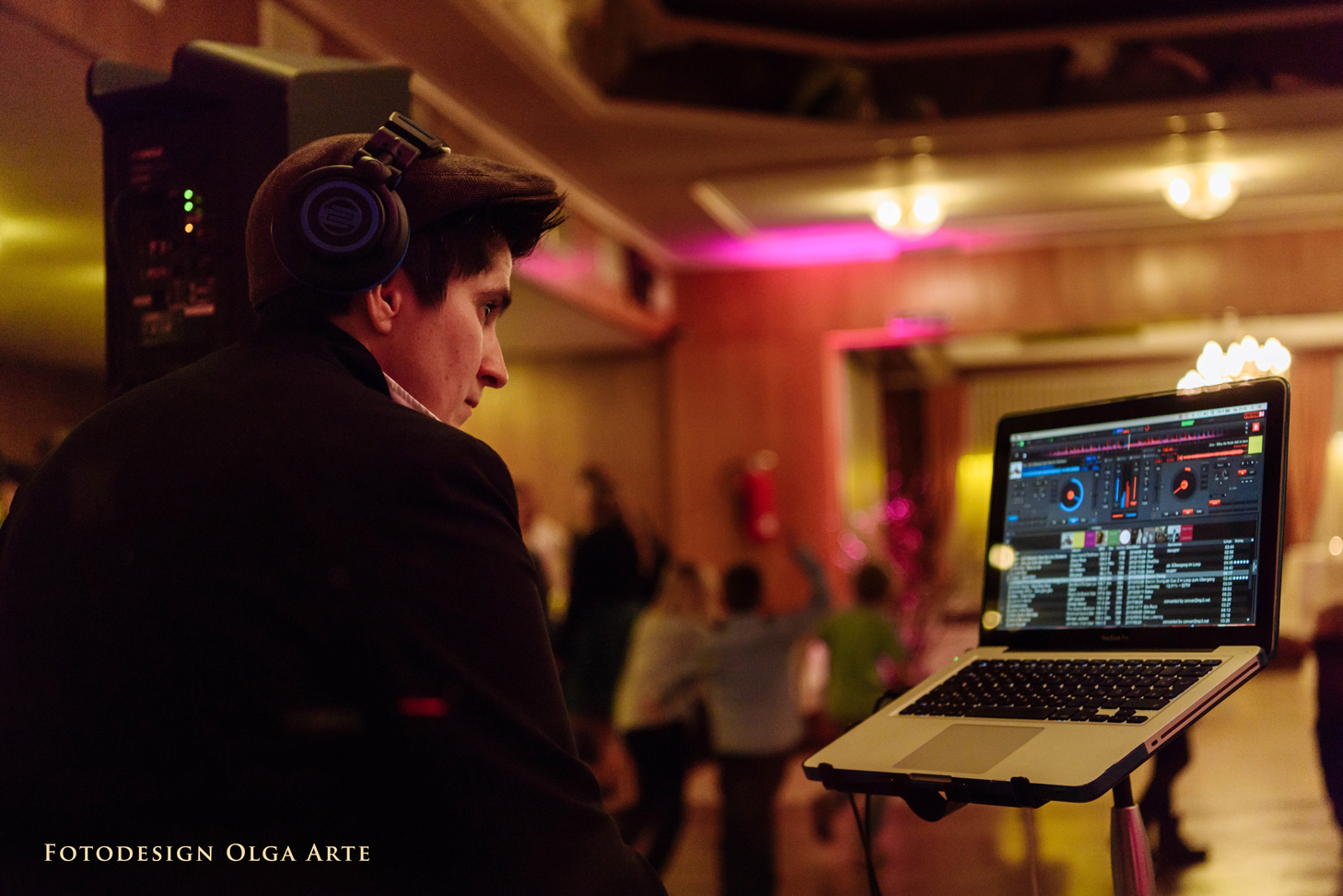 DJane Denise L' auf einer Hochzeitsparty / Pic by Olga Arte