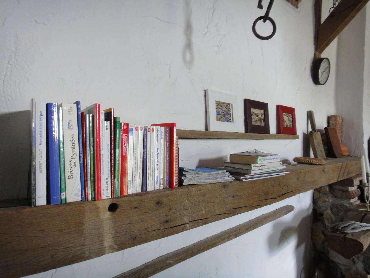 Votre bibliothèque, guides, magazines, etc..