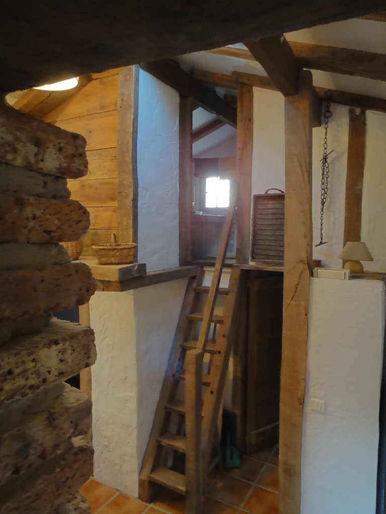 L'escalier de menier du grenier ,chambre supplémentaire
