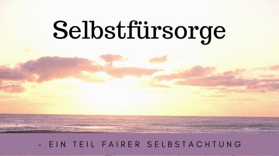 """Hier ist ein Bild mit Spruch """"Selbstfürsorge - ein Teil fairer Selbstachtung. Im Hintergrund ist das Meer mit Sonnenuntergang zu sehen."""