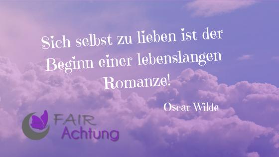 """Vor lilafarbenen Wolken steht """"Sich selbst zu lieben ist der Beginn einer lebenslangen Romanze!"""" von Oscar Wilde"""