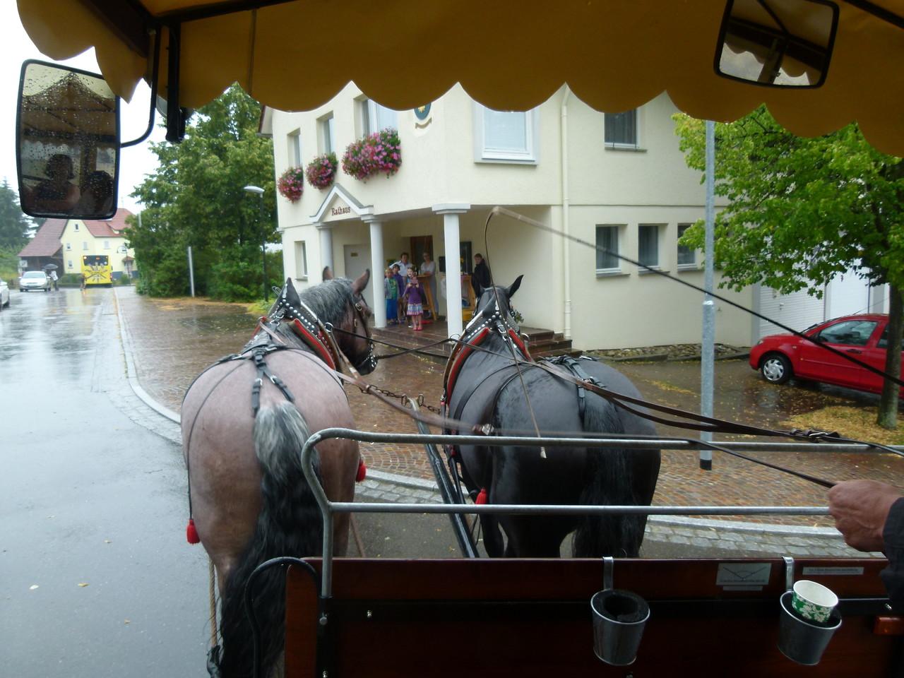 Es regnet in Strömen - in Immernhausen gab es trotzdem einen warmen Empfang