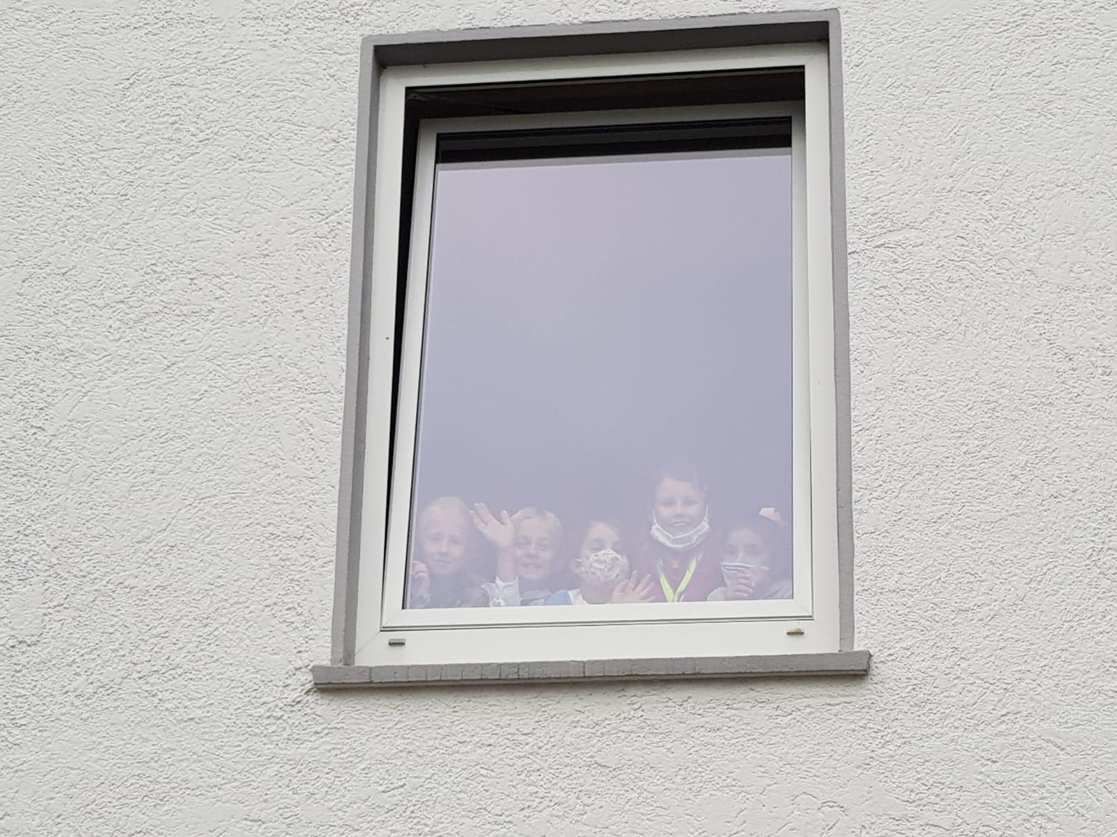 .... neugierige Zuschauer aus der 3. Klasse...