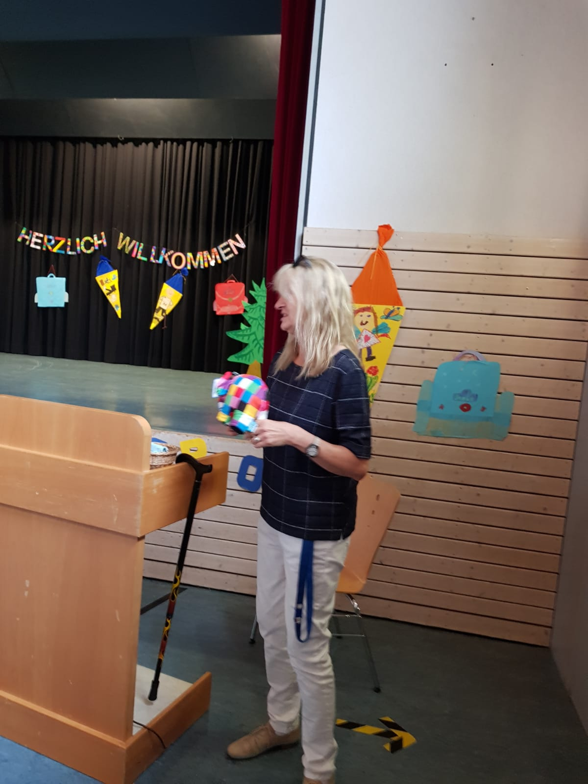 Begrüßung durch Frau Witzemann