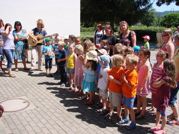wer so gerne singt, passt doppelt gut in unsere Schule!
