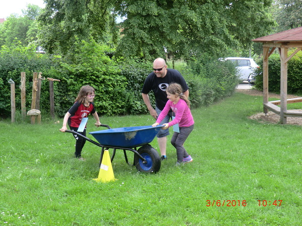 Schubkarren-Rennen