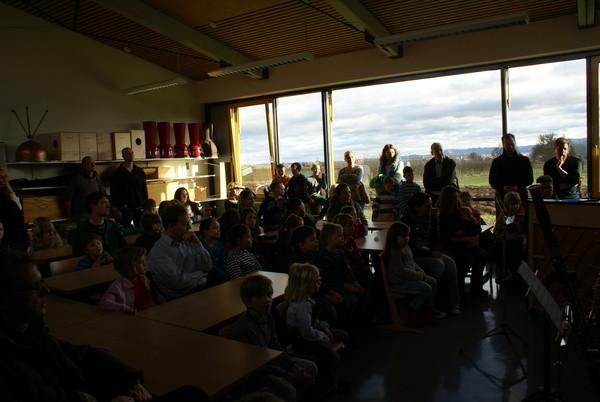 Viele interessierte Kinder und Eltern beim ersten Informations-Samstag.