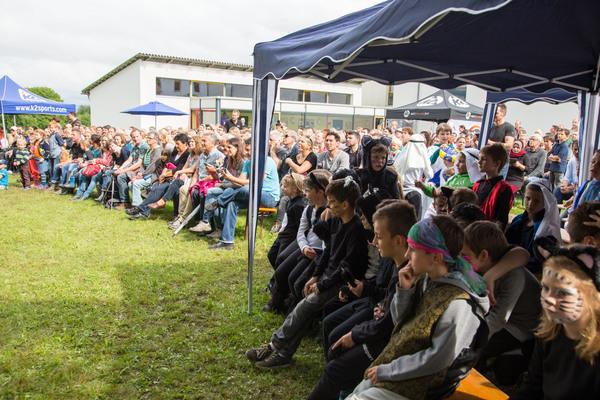 Viele Zuschauer - trotz des unsicheren Wetters.