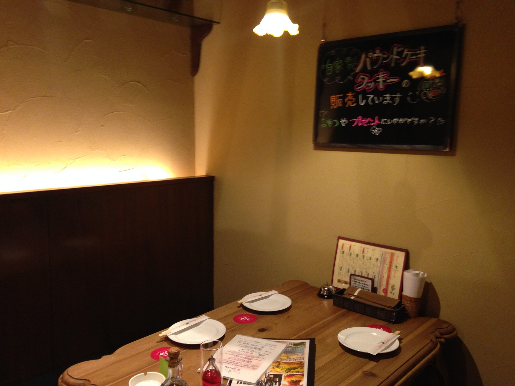 テーブル席(4名様用・片側ベンチシート)