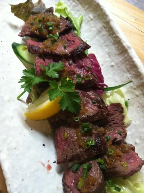 牛さがり肉のカットステーキ
