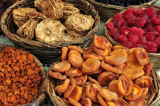Getrocknete Kapstachelbeeren, Ananas, Erbeeren, Pfirsiche