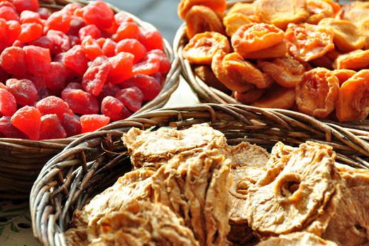 Getrocknete Ananas, Erdbeeren, Pfirsiche