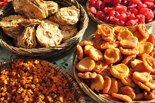 Getrocknete Kapstachelbeeren, Ananas, Pfirsiche, Erbeeren