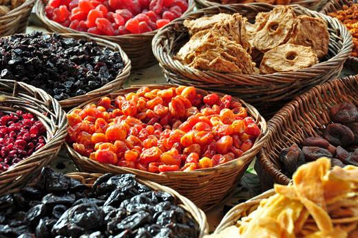 Getrocknete Plaumen, Tamarillo, Ananas, Erdbeeren, Sauerkirschen