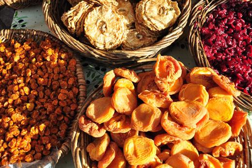 Getrocknete Pfirsiche, Kapstachelbeeren, Ananas