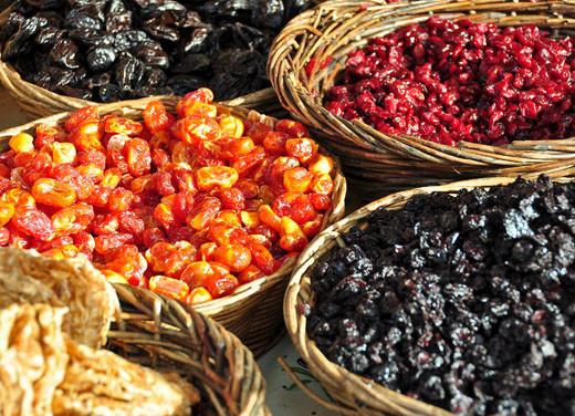 Getrocknete Tamarillo, Sauerkirschen, Cranberry, Pflaumen